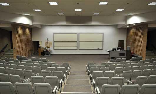 Skola föreläsningssal med led paneler