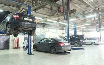 LED belysning i bilverkstad