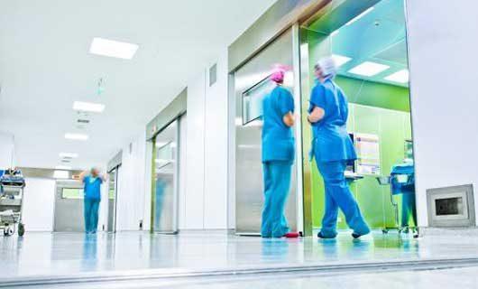 LED paneler i sjukhus korridor