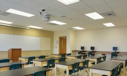 Skola klassrum med LED paneler